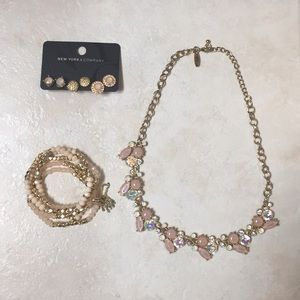 Necklace, earrings and bracelets